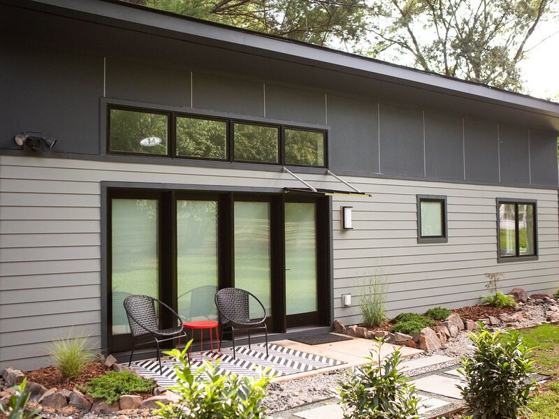 Socially isolate - brand new tiny house close to UVA, vacation rental in Charlottesville