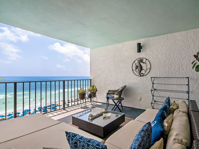Gorgeous beachfront condo w/complimentary beach/umbrella service, holiday rental in Panama City Beach