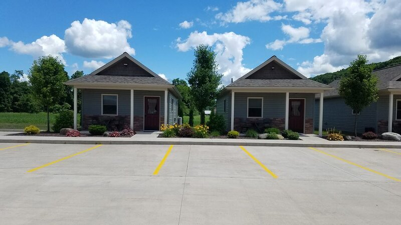 Lodge #3 - Vista Lodge - Brand New Convenient County Lodging near Ricketts Glen, holiday rental in Cambra