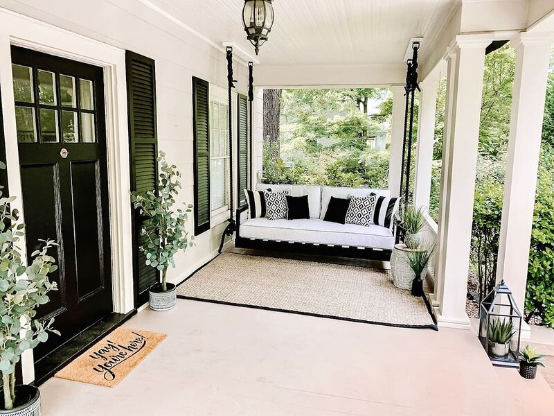 *Relaxing & Elegant* < 5 min to HPU & Market, Sleeps 8, holiday rental in Kernersville