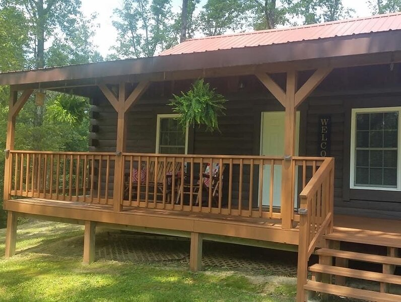 Beautiful and Cozy cabin! Key safe on site, no contact check in! WiFi!, alquiler de vacaciones en Irvine