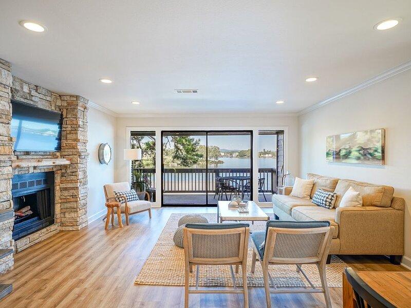 Waters Edge Luxury Retreat on Lake Hamilton, casa vacanza a Bismarck