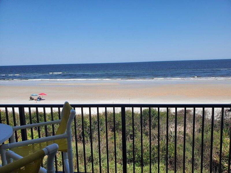 Direct Upgraded Ocean/Beach Front Condo, Flat Screens, WIFI, 4 Heated Pools, alquiler de vacaciones en Marineland
