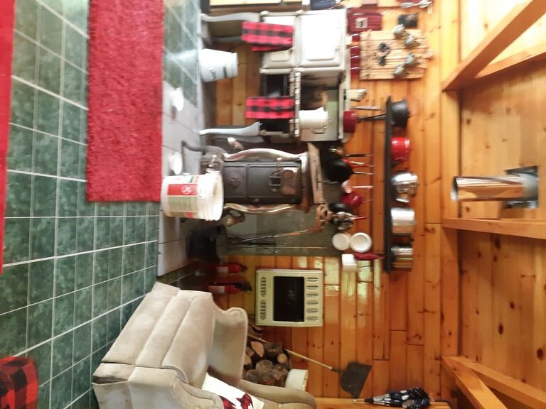 'Off the Grid' square timber cabin, holiday rental in Baraga