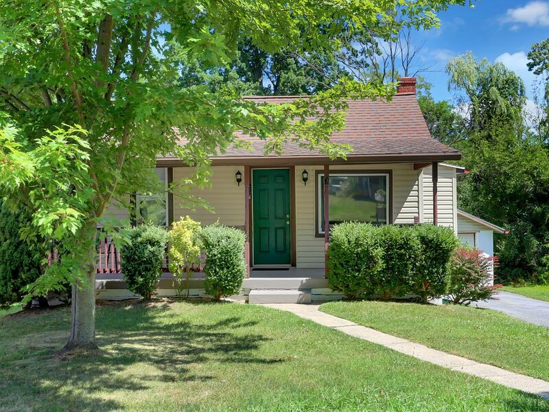 ★Comfortable Space w/ Fencd Yard★ 2 BR, Near great hiking trails, major highways, holiday rental in Camp Hill