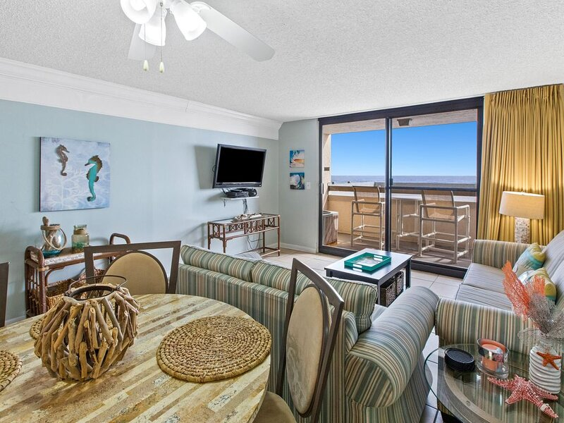 Gorgeous Unit, On-site pool & splash pad, Near shops and dining!, holiday rental in Destin
