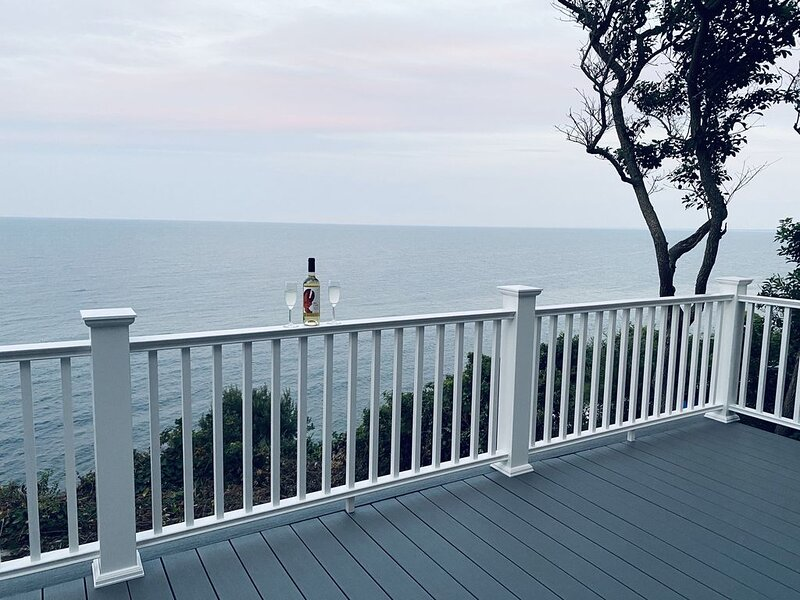 Home with spectacular panoramic ocean views from a bluff high above Cape Cod Bay, vacation rental in Manomet