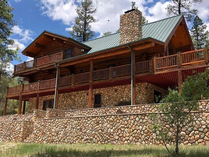 BLUE RIVER LODGE located 10 miles S of Alpine, AZ . Just over the border into NM, alquiler vacacional en Alpine