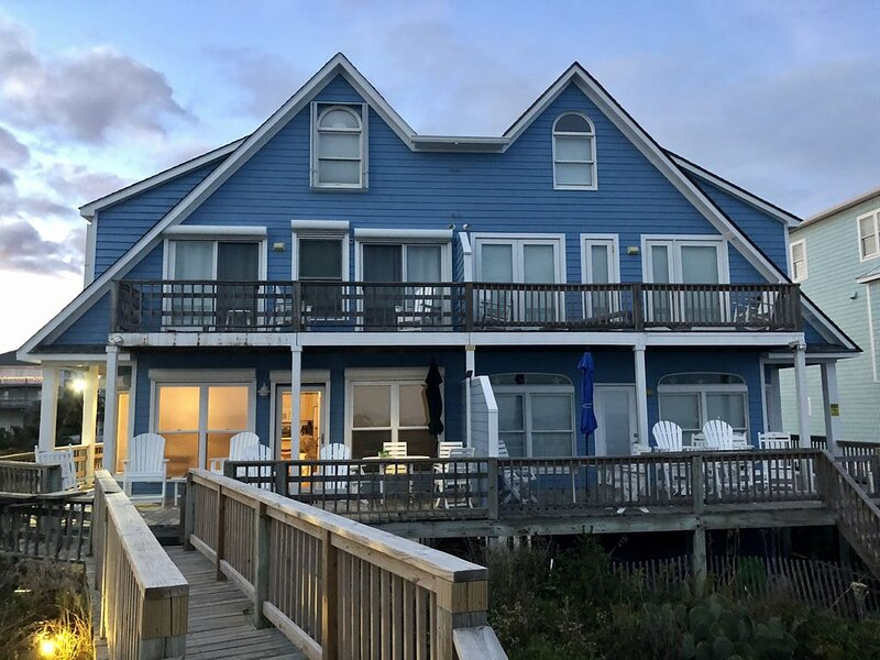 5 BR OCEANFRONT Duplex with gorgeous views!, casa vacanza a Emerald Isle