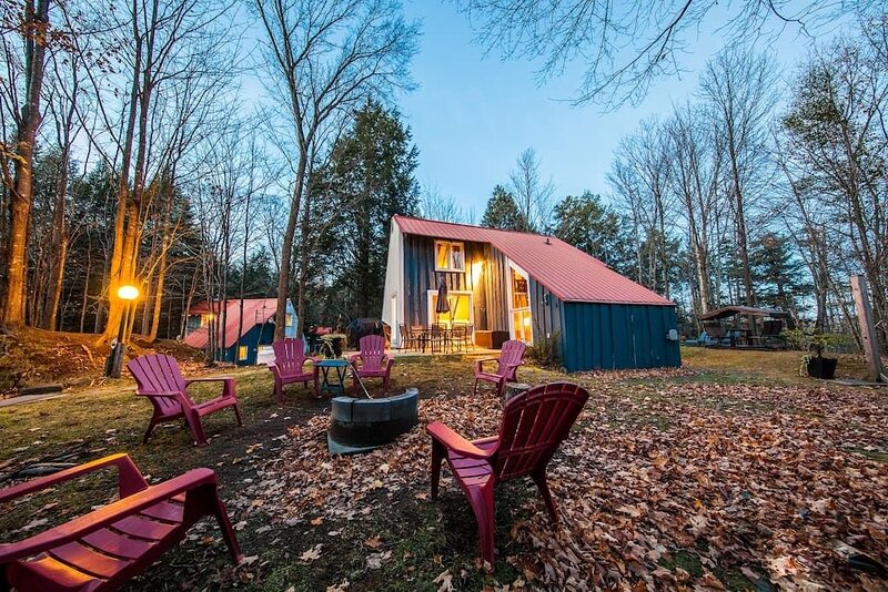 Paradise - Spacious and Family friendly Cottage, fully equipped. Tons of activit, location de vacances à Magog