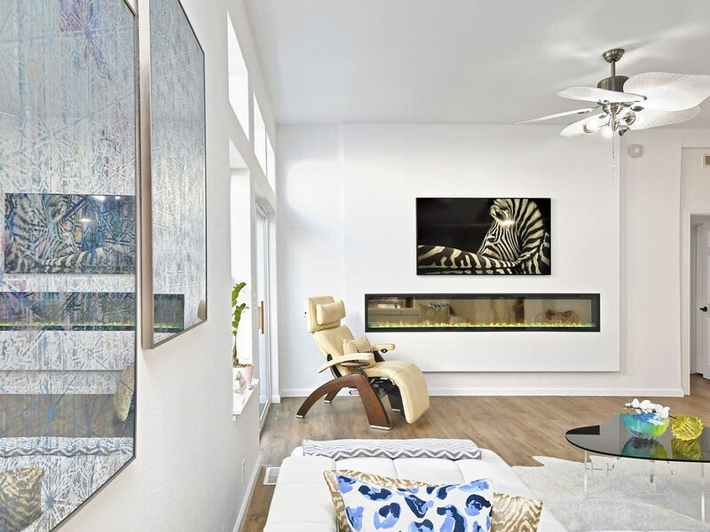 Modern Mountain-Top Designer Home With Entertainment Center, vacation rental in Bell Canyon