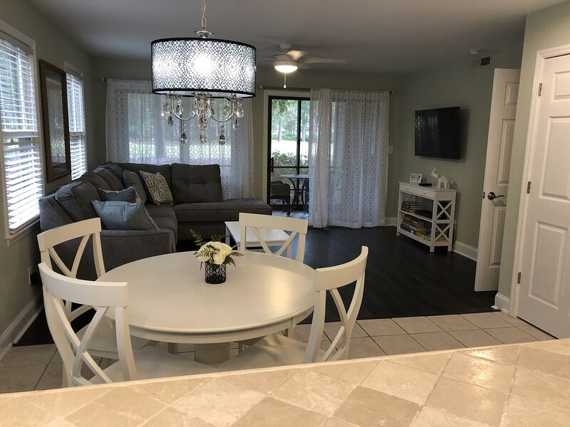 Newly Renovated Spacious Ground-Level Unit in Pawleys Plantation, aluguéis de temporada em Litchfield Beach