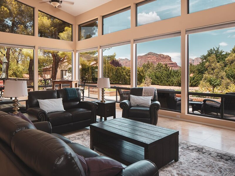 4 Bedrooms with Breathtaking Views of Red Rocks, vacation rental in Rimrock