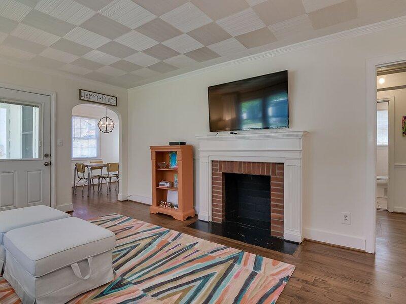 Delightful Mid-Century Modern Bungalow, casa vacanza a North Augusta