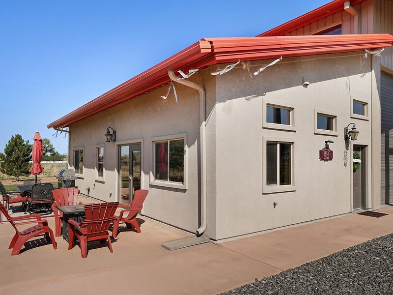♡Carriage House: Country Luxury with Views of Monument, Free Wifi & Pets Welcome, holiday rental in Fruita