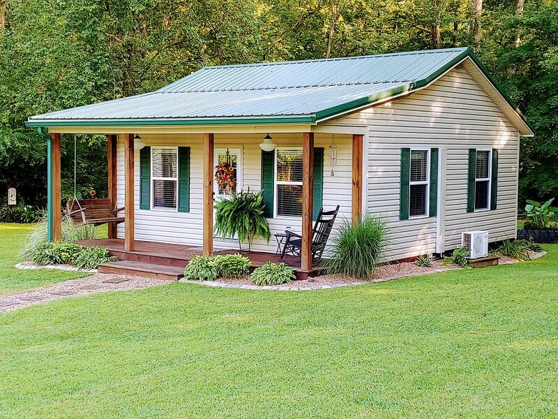 Relaxing Cabin in the country, near Patoka Lake, location de vacances à Taswell