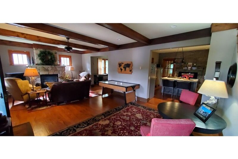 Charming lake front craftsman cottage, holiday rental in Cambra