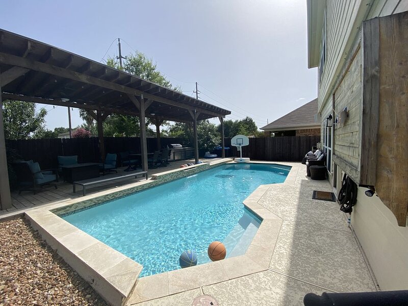 Resort style getaway in Cypress. Heated pool!, vacation rental in Cypress