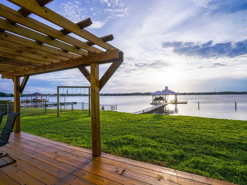 Modern Lakehouse on Lake Clay, holiday rental in Lorida