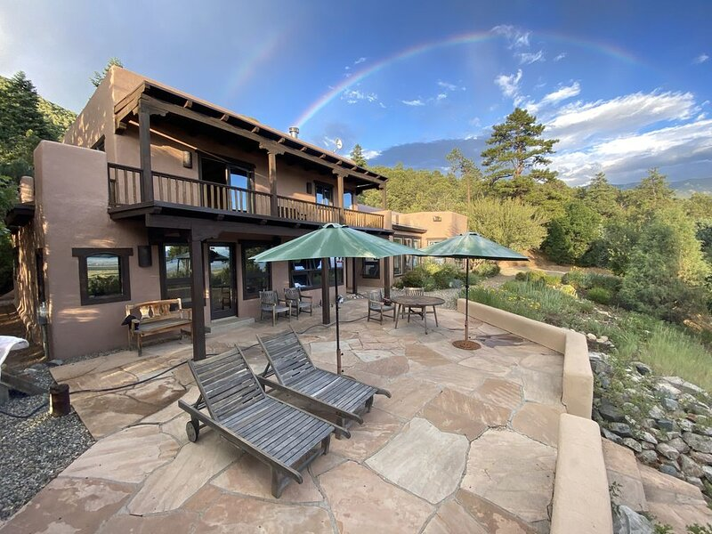 Alto Salto Secluded Luxurious Mountain Home, Amazing Views, Private Hot Tub – semesterbostad i Arroyo Seco