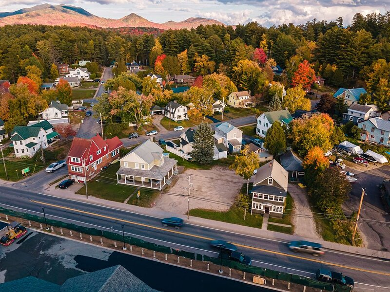 Perfect cottage to enjoy everything Saranac Lake., aluguéis de temporada em Saranac Lake