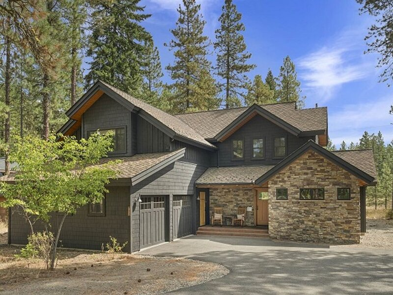 A luxurious retreat!  Perfect for families & groups, with ample room to relax!, holiday rental in South Cle Elum