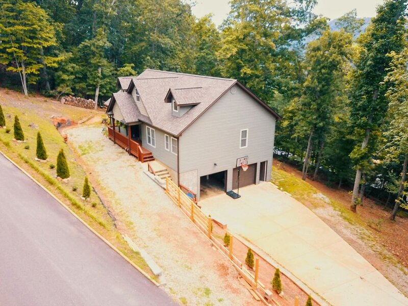 Close by downtown Asheville, the Biltmore Estate, Blue Ridge ParkWay, Arboretum., holiday rental in Candler
