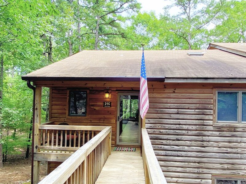 Decorated for your holiday getaway - at Mountain Harbor on Lake Ouachita, holiday rental in Pencil Bluff