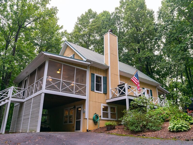 Gorgeous Saluda Mountain Home, holiday rental in Saluda