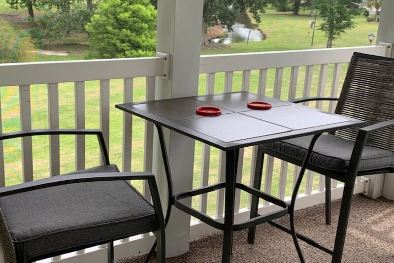 Golf course view condo!  Great time for golfers or family vacations!, holiday rental in Conway