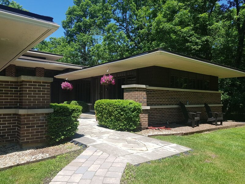 Master qtr close to nature & easy urban facilities, holiday rental in Arlington Heights