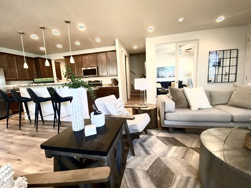 Stunning New Contemporary Home Minutes to Downtown Flagstaff, holiday rental in Bellemont