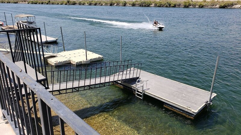 Schneider's Riverfront Retreat, holiday rental in Laughlin