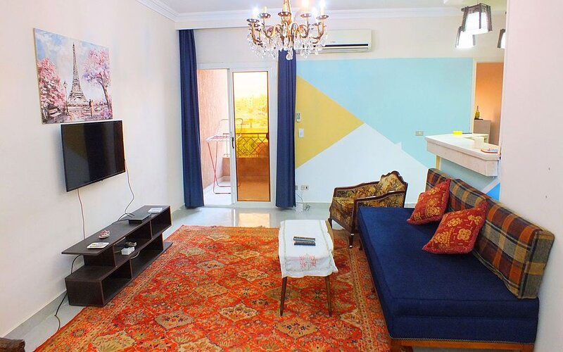 Cozy Apartment Two bedrooms at Sheikh zayed, holiday rental in Sheikh Zayed City