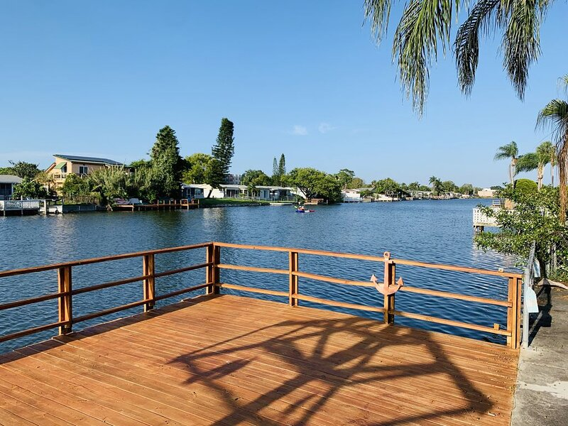 Your Holiday Retreat on the Waterfront- BBQ Games & Sun, holiday rental in Trinity