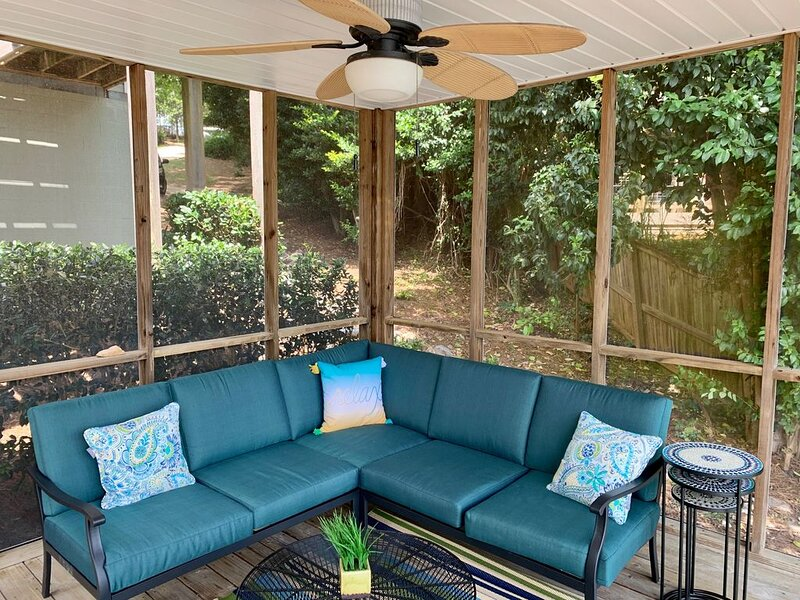 Beautiful waterfront family retreat! Quiet getaway with all new furnishings., location de vacances à Tallassee