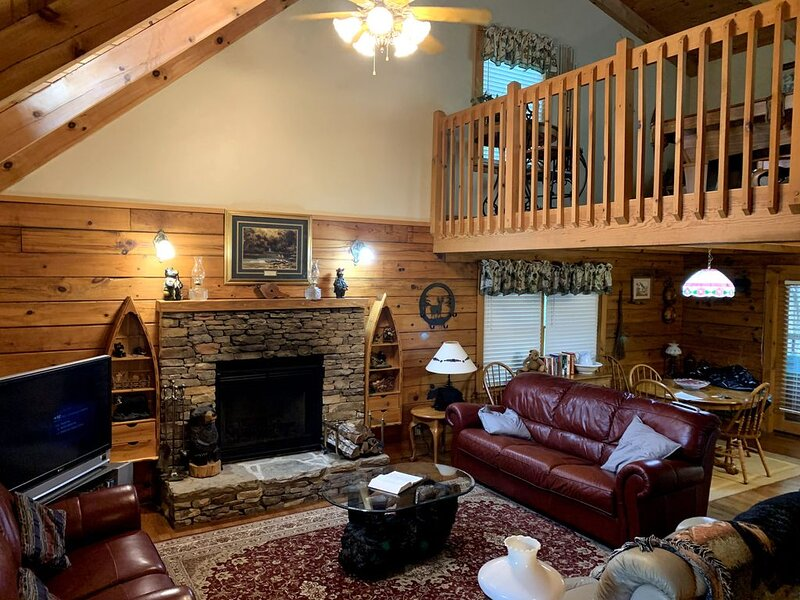 Mountain Cabin retreat, quiet setting, private community, vacation rental in Townsend