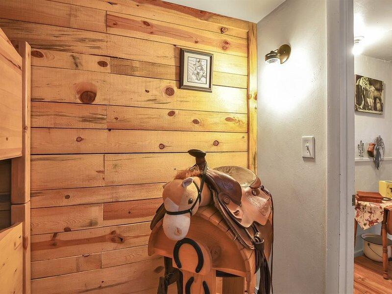 2 bedroom accommodation in La Pointe, vacation rental in Cornucopia