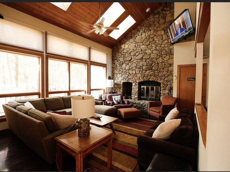 Wintergreen house/ Skiing/ Appalachian Trail/ Golfing/Wineries and breweries, alquiler vacacional en Staunton