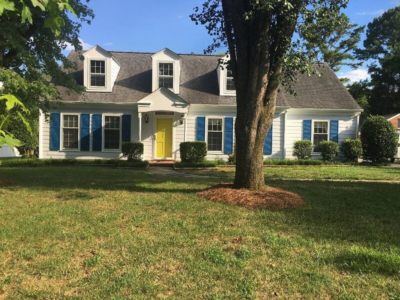 Charming South Charlotte Cape Cod  Home, vacation rental in Matthews