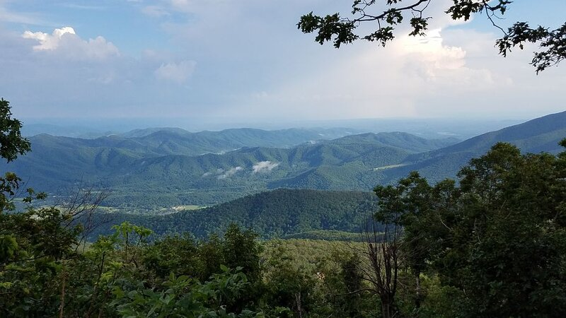 Newly Renovated 5-BR Home with Unbeatable Views at the Top of Wintergreen, holiday rental in Montebello