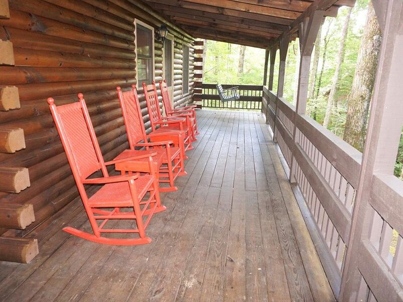 Laurel Lodge - Cozy, Waterfront Cabin on Fightingtown Creek - Dog Friendly, vacation rental in Blue Ridge