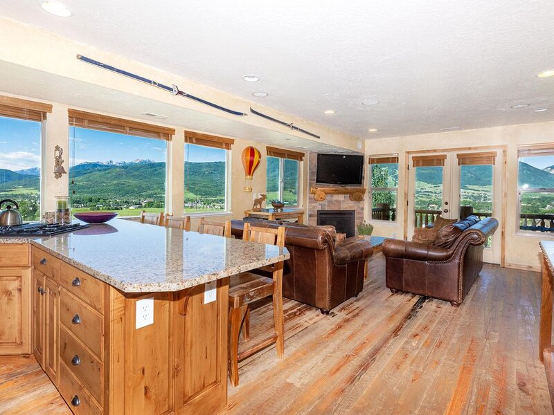 One of a kind condo w AMAZING views!, alquiler vacacional en Eden
