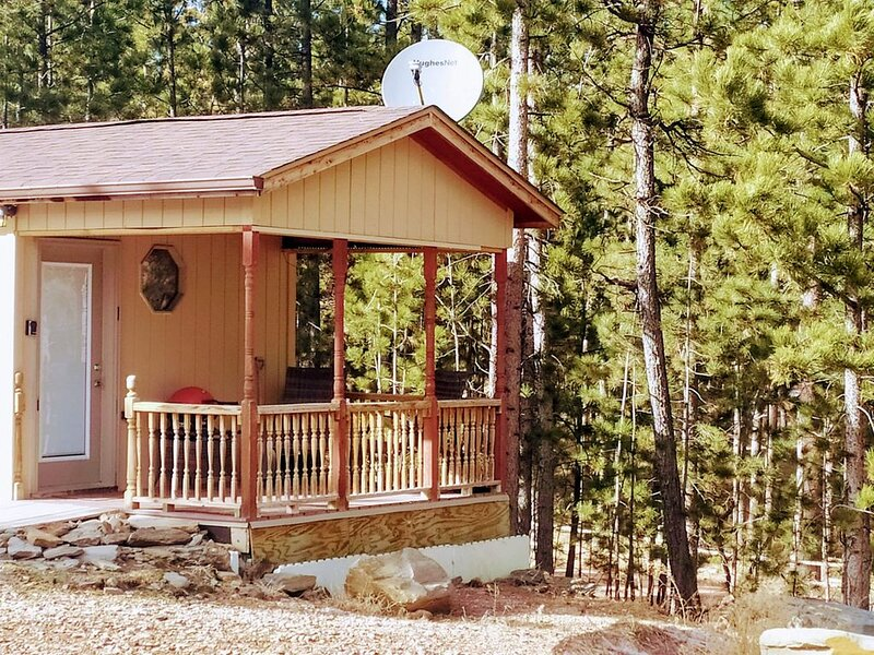 Cozy studio BH cabin located near Crazy Horse Monument and Custer State Park., casa vacanza a Custer