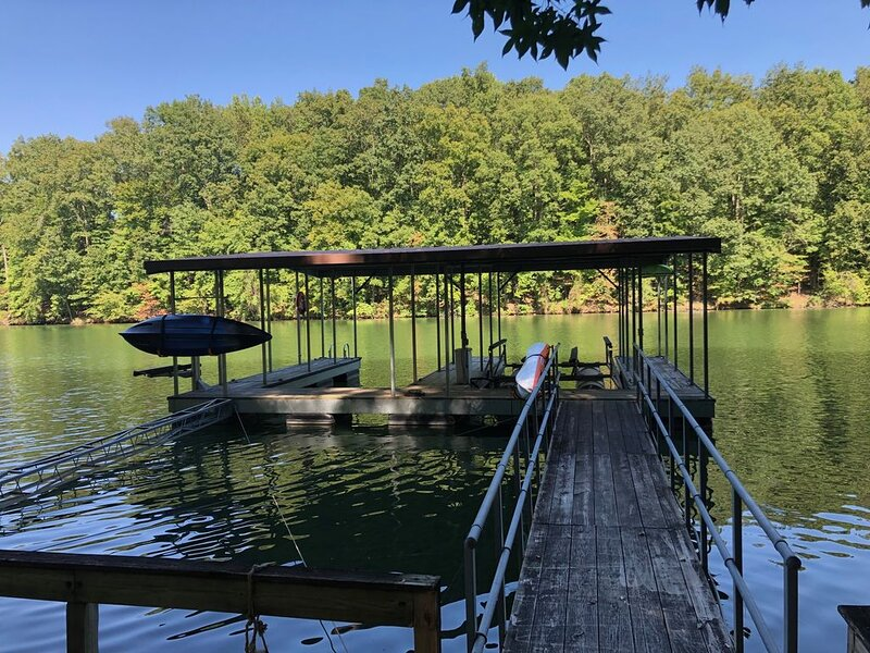 Escape to Hickory Hideaway on Tim's Ford Lake, location de vacances à Tullahoma