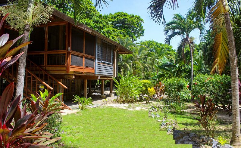 Family Friendly Beach Bungalow | Private Eco Dive Resort With A Pool & Beach, casa vacanza a Dixon Cove