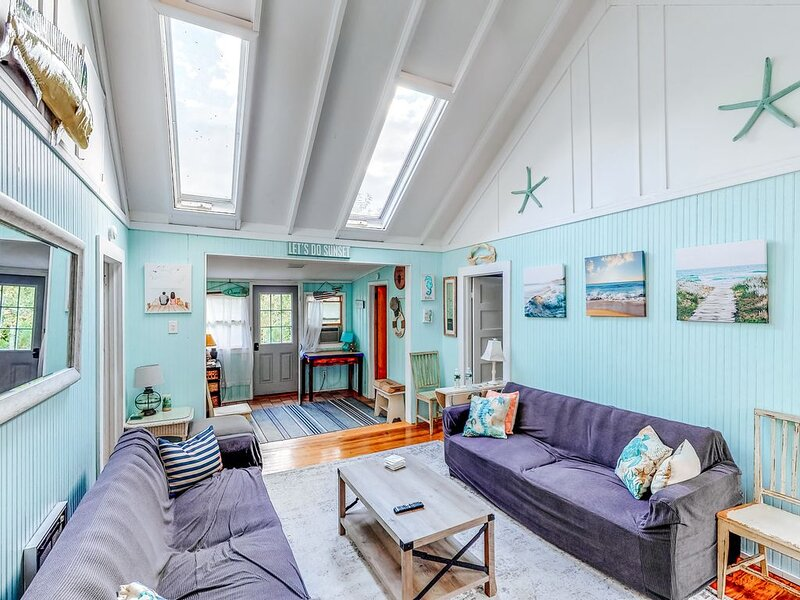 Bright, dog-friendly home near the beach w/adult and children bikes!, holiday rental in Fire Island Pines