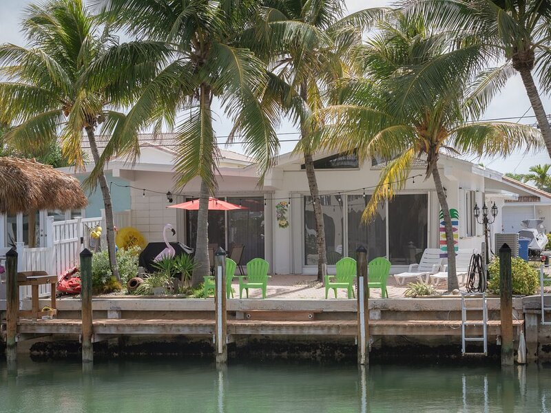 ALL DOCKED OUT~ 'Newly Renovated' Key Colony Retreat Sandy beachs and sunsets, location de vacances à Key Colony Beach