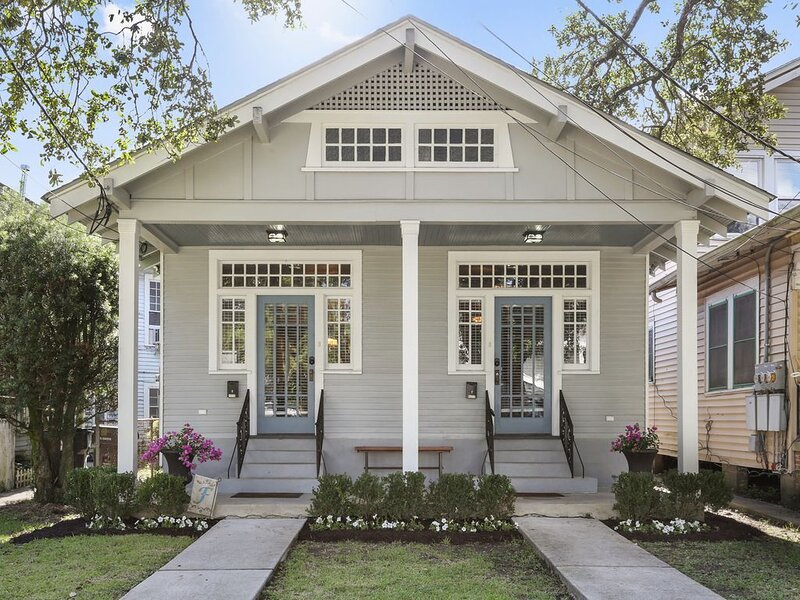 4526 Banks Street · Prime MID-CITY Location 4 Bedrooms 4 Queen Beds, holiday rental in Metairie