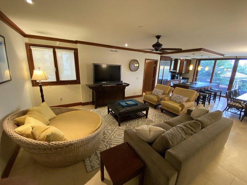 Luxury condo next to Disney Aulani Resort and Marriott's KoOlina Beach Club, vacation rental in Kapolei